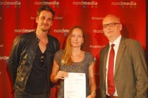 Auf der nordmedia Preisverleihung am 13. Juni im Apollo Kino Hannover: Max von Thun (Preispate und Schauspieler), Iris Mügge, Thomas Schäffer (Geschäftsführer nordmedia GmbH). Foto: nordmedia GmbH / Jörg Lorenz