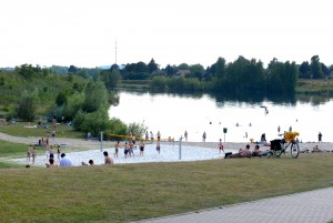 Auch am Heidbergsee gibt es die Möglichkeit zum Beachvolleyballspielen. Foto: BSM / David Taylor