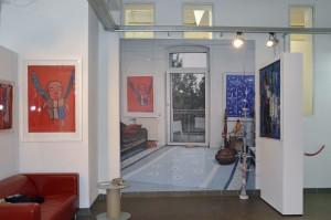 Großformatige Fotos zeigen dem Besucher, wie es in der Wohnung von Holle Hartmann ausgesehen hat. Foto: BSM