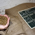 Entkoffinierter Kaffee kommt behandelt bei Heimbs an. Foto: BSM