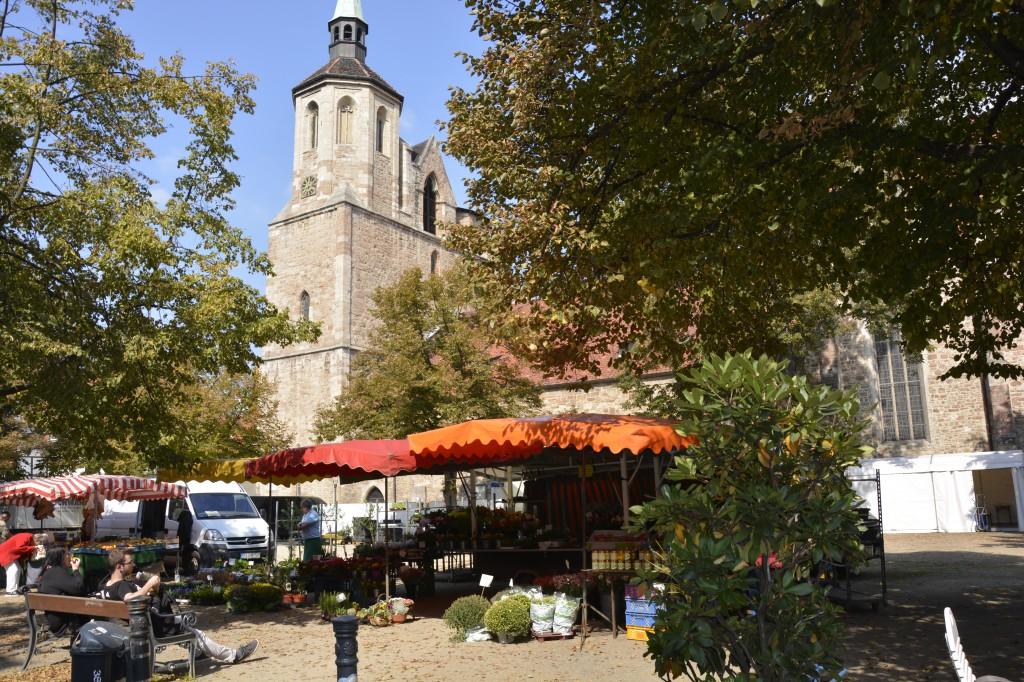 Klein aber fein - der Wochenmarkt auf dem Magnikirchplatz. Foto: BSM