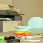 Kopierer, Drucker und Scanner in einem Gerät, Stifte, Zettel und andere Büromaterialien gibt es in mehrfacher Ausführung. Foto: BSM