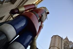 Was schätzen Sie? Wie groß und schwer ist Nussknacker Bruno? Foto: BSM