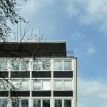 Klare Linien, viele Fenster. Das Gebäude an der Neuen Straße. Foto: Bärbel Mäkeler