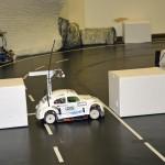 Beim Einparken erkennt das Fahrzeug mit Hilfe von Infrarot-Sensoren die gewünschte Parklücke.