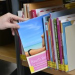 """Ein """"Bauch, Beine, Po""""-Training will ich nicht absolvieren, weshalb ich das Buch getrost wieder in das Regal zurückschiebe. Foto: BSM"""