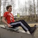 Beindrücken - Lockere Auftaktübung für Ober- und Unterschenkelmuskulatur.