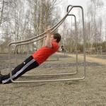 Die Armzüge beanspruchen neben der Arm- auch die Rückenmuskulatur.