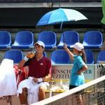 In den Pausen brauchen die Spieler neben Getränken vor allem eins: Schatten. So wie hier Peter Heller. Foto: BSM