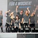 Auf der Bühne gibt es Show-Darbietungen. Hier zeigen Tänzer der Braunschweig Dance Company ihr Können. Foto: BSM