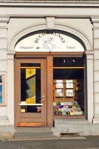 Die Eingangstür zum Bücherparadies: Antiquariat Buch und Kunst. Foto: BSM
