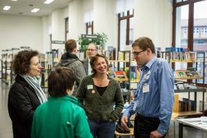 Bei der lebenden Bibliothek stehen Forscherinnen den Besuchern Rede und Antwort. Foto: Haus der Wissenschaft GmbH