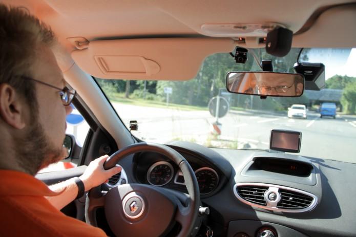 Nur eine kleine Kamera filmt den Autofahrer. Foto: DLR (CC-BY 3.0)