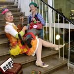 ... und geben spontan ein kleines Konzert im Treppenhaus.