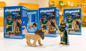 Gemeinsam sind sie unschlagbar: Heinrich und sein Löwe als Playmobilfigur. Foto: Peter Sierigk