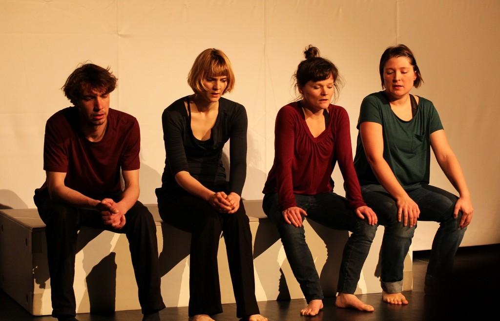Szenenbild aus dem Theaterstück Kriegsenkel. Foto: Stefanie Krause