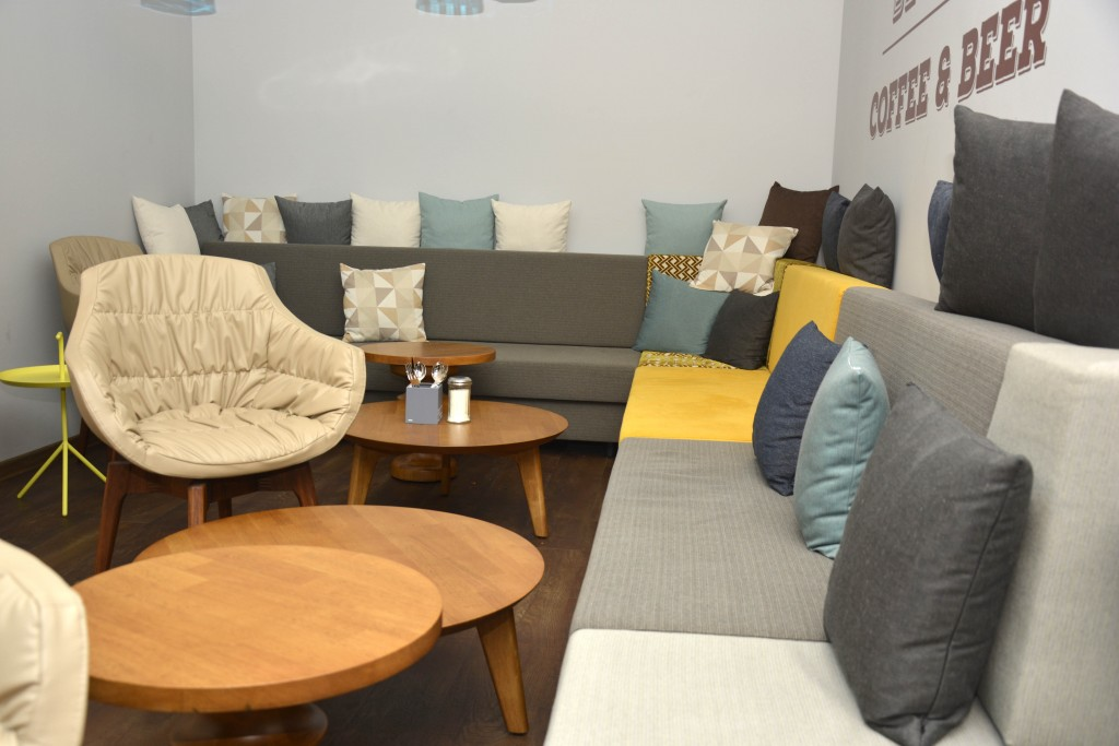 Gemütliche Sitzmöglichkeiten und bunte Kissen  laden zum Verweilen ein. Foto: Braunschweig Stadtmarketing GmbH