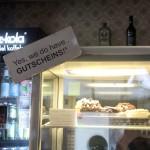 Für Leckermäulchen gibt es täglich vegane Cupcakes und Cookies. Foto: BSM