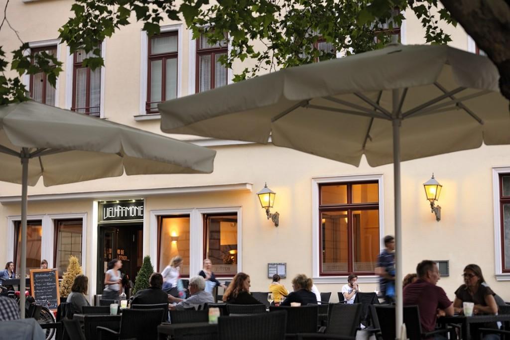 Perfekter Start in den Abend: Ein Cocktail in der Vielharmonie. Foto: BSM / Daniel Möller