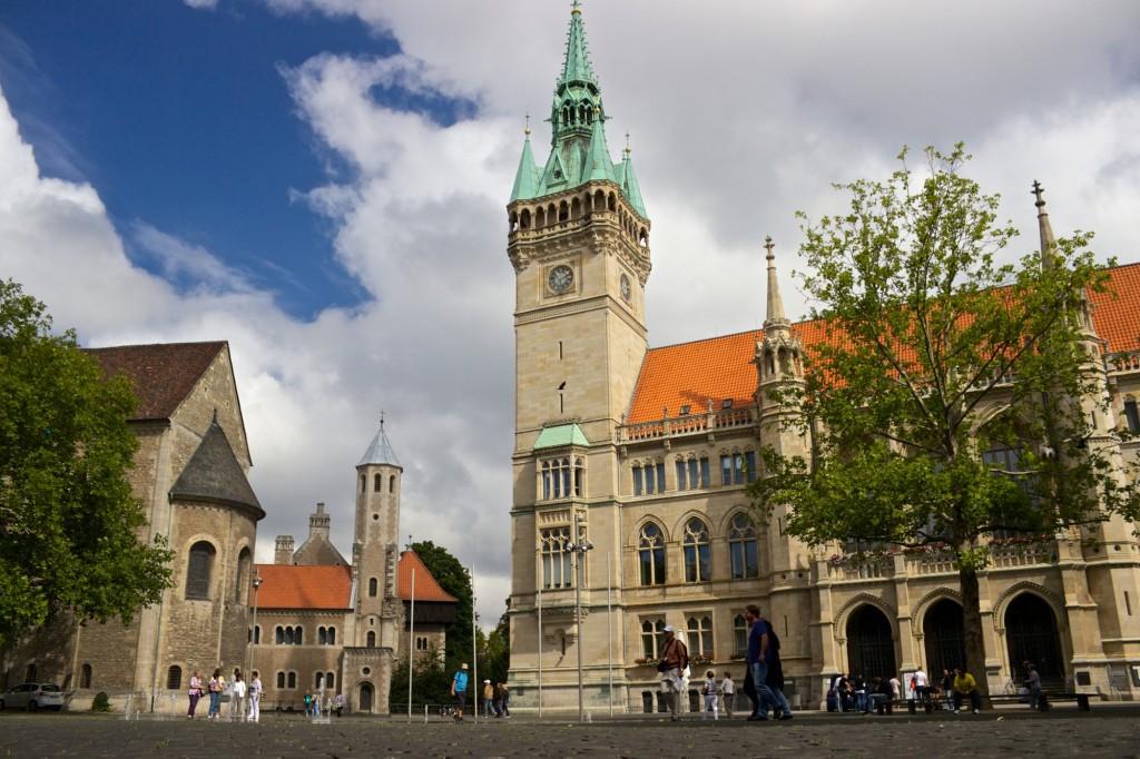 Der Rathausturm bietet einen tollen Blick auf den Burgplatz. Foto: Braunschweig Stadtmarketing GmbH / Gerald Grote