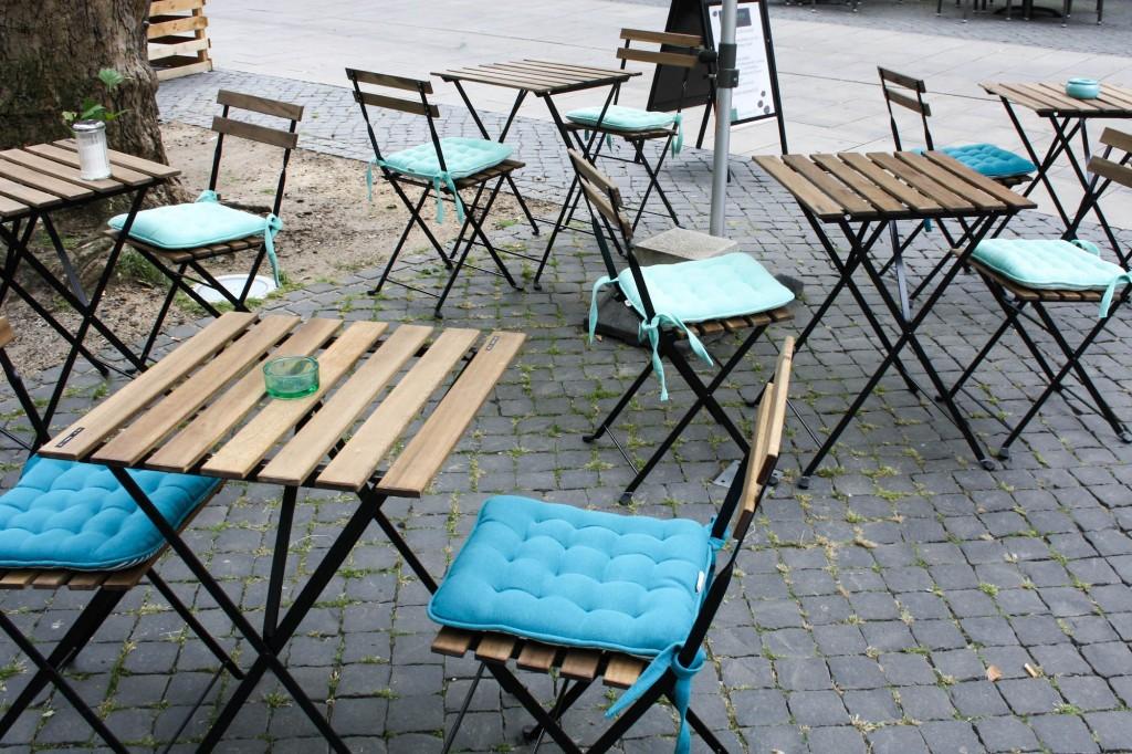 Der Außenbereich lädt zum gemütlichen Kaffeetrinken ein. Foto: Alyssa Schulze, anotherlovely