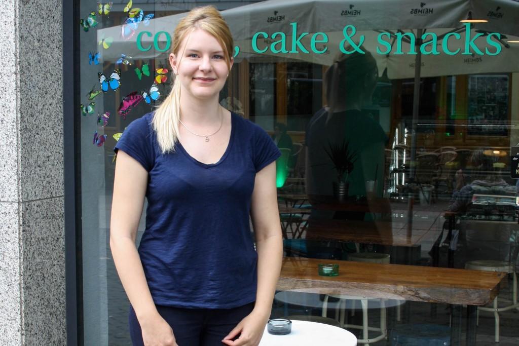 Stolze Besitzerin des Choclatte Coffeeshops. Foto: Alyssa Schulze, anotherlovely