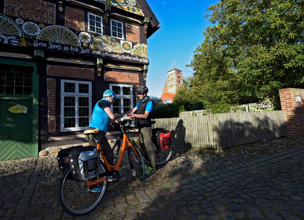 Viele Radfahrer erleben in Verden noch ein wenig Kultur, bevor es auf die große Naturradtour geht. Foto: Fotoarchiv der Stadt Verden, Fotograf: Frank Pusch