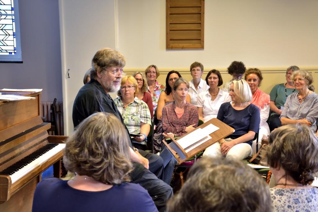 Chorleiter Karl-Heinz Mühlhausen hat den Braunschweiger Spiritualchor gegründet. Foto: BSM