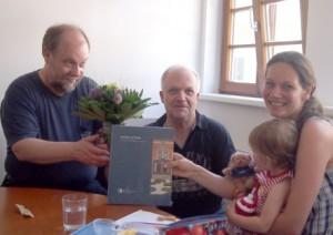 Familiäre Atmosphäre: Der Stiftungsrat von 2013 bis 2016, bestehend aus (v.l.) Gerald und Jürgen Maue und Anja Groth. Foto: Privat