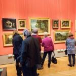 Auch die Seitenarme der Gemäldegalerie sind am Eröffnungstag stark frequentiert.