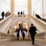 Neben der Kunst beeindruckt auch die Architektur des Museums.