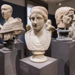 Der Kopf gehörte vermutlich einst zu einer Skulptur der Aphrodite.