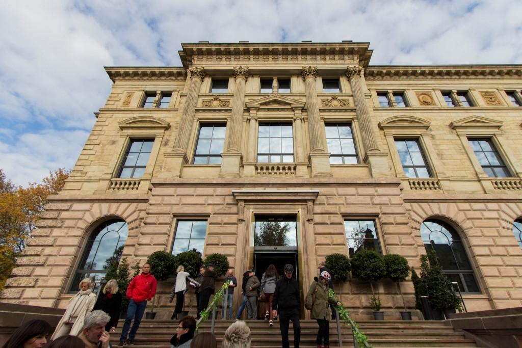 Das Museumsgebäude von außen.