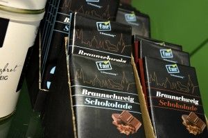 """Die Schokolade von """"Fair in Braunschweig"""" gibt es in zwei Varianten. Foto: BSM"""