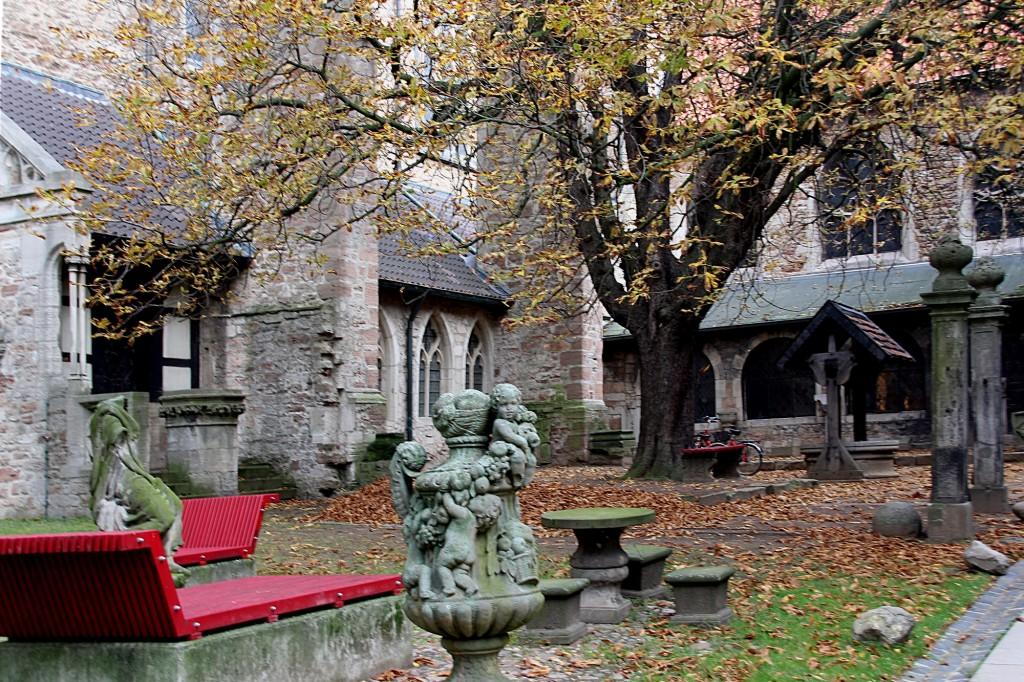 """""""Burgdame"""" Eva Adamek besuchte auch das Kloster Hinter Ägidien. Foto: Eva Adamek"""