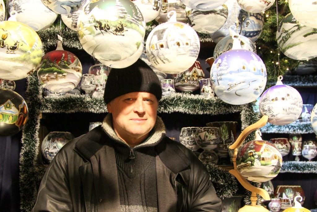 Herr Wiede ist das ganze Jahr mit dem Weihnachtsmarkt beschäftigt. Foto: Stephen Dietl