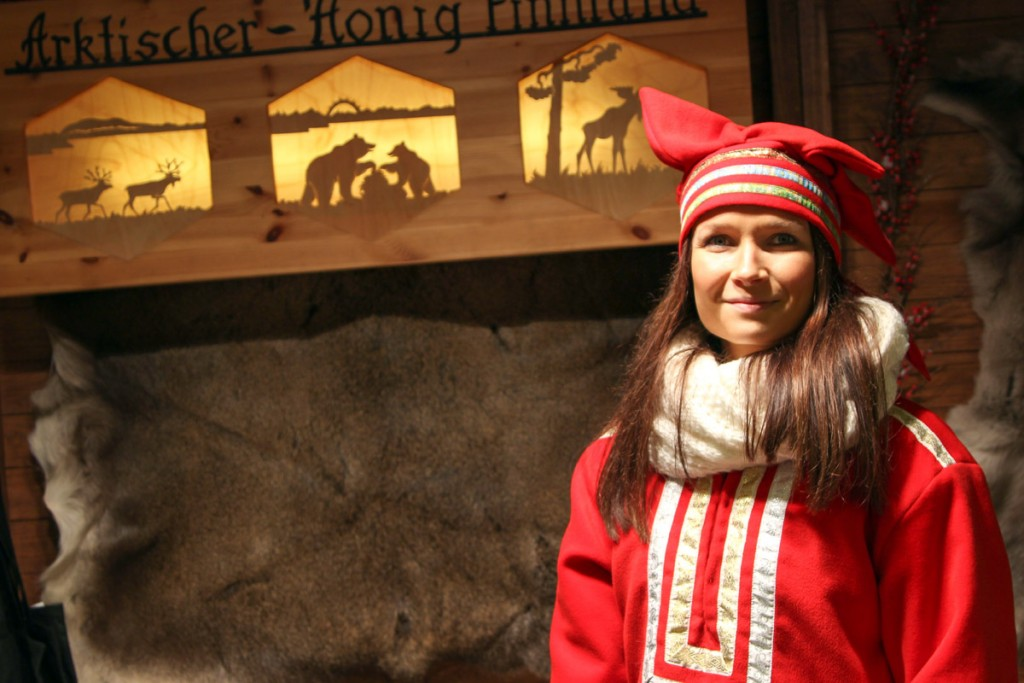 Reist im Winter extra nach Braunschweig, um ihren Honig zu verkaufen: Sato Lookkonen. Foto: Stephen Dietl