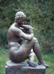 Bathseba ist die Mutter von Salomon dem Weisen und die Frau von König David. Die Bronzefigur wurde durch die TU Braunschweig und das Studentenwerk angekauft. Foto: Dr. Josef Temming