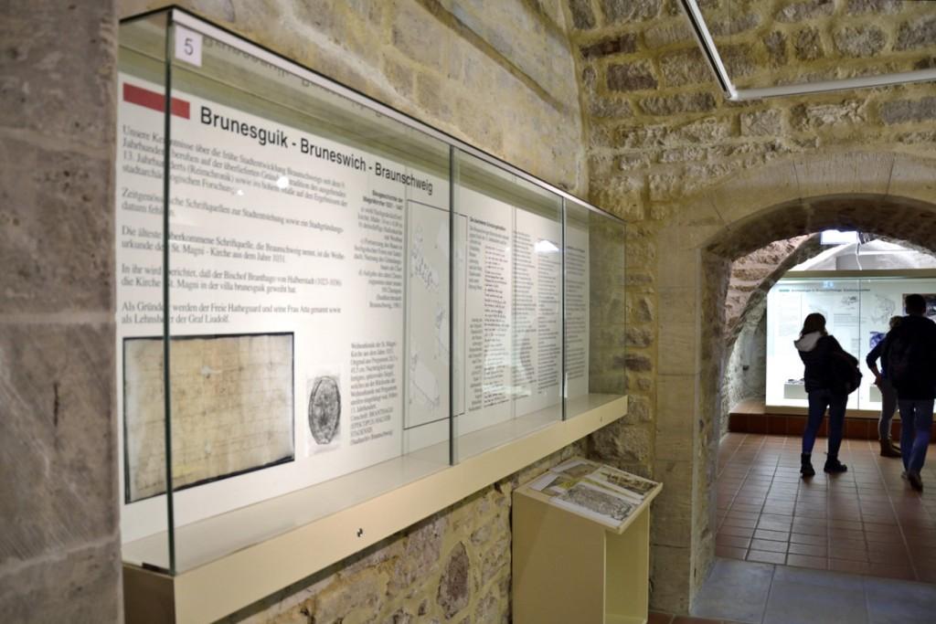 Die Ausstellung beschreibt auf zahlreichen Infotafeln die Entwicklung Braunschweigs. Foto: BSM