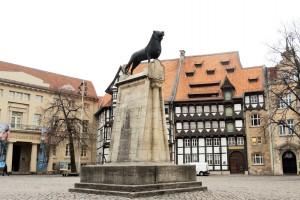 Der Braunschweiger Löwe auf dem Burgplatz erinnert an Heinrich den Löwen. Foto: BSM