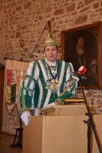 Prinz Malte I mit Zepter und Orden bei seiner Ernennung. Foto: Angela Schweiger