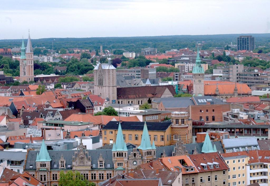 Dieses Bild zeigt Braunschweig von oben. Bei ddem Spaziergang mit dem Stadtteilheimatpfleger lernt man die Innenstadt zu Fuß kennen. Foto: BSM