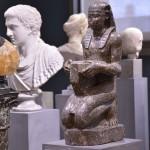Begrüßt werden die Besucher von den Skulpturen der Antike. Foto: BSM