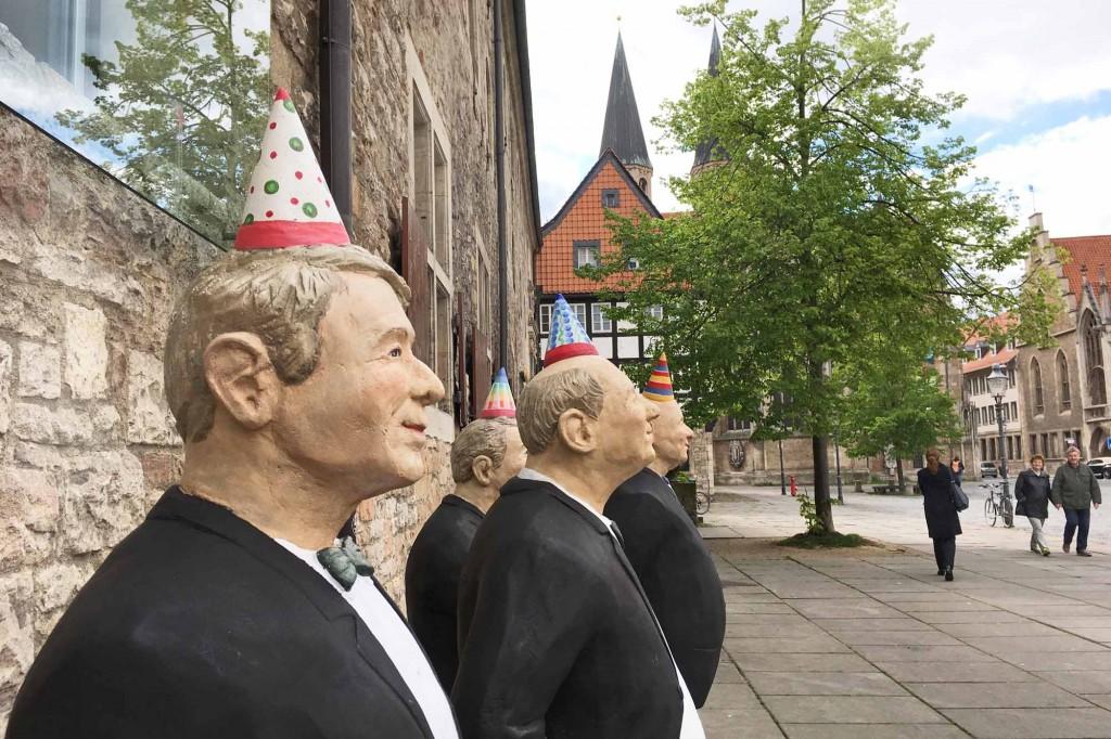 Ernst des Lebens von Christel Lechner auf dem Altstadtmarkt in Braunschweig. Foto: BSM