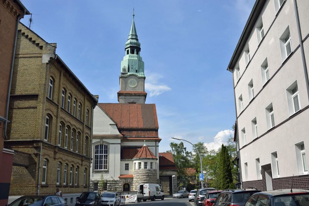 Von weitem schon sichtbar: Der Kirchturm der St. Jakobi-Gemeinde im westlichen Ringgebiet. Foto: BSM