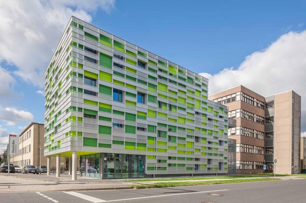 """Das bunte Studierendenhaus """"Masch.Bau"""" bietet innen eine ruhige Lernatmosphäre. Foto: Hanno Keppel Image Photography"""