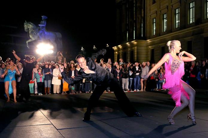 11.Kulturnacht; 13.09.2014; Schlossplatz, Tanzschule Hoffmann, Walzer, Foto: Stadt Braunschweig / Daniela Nielsen