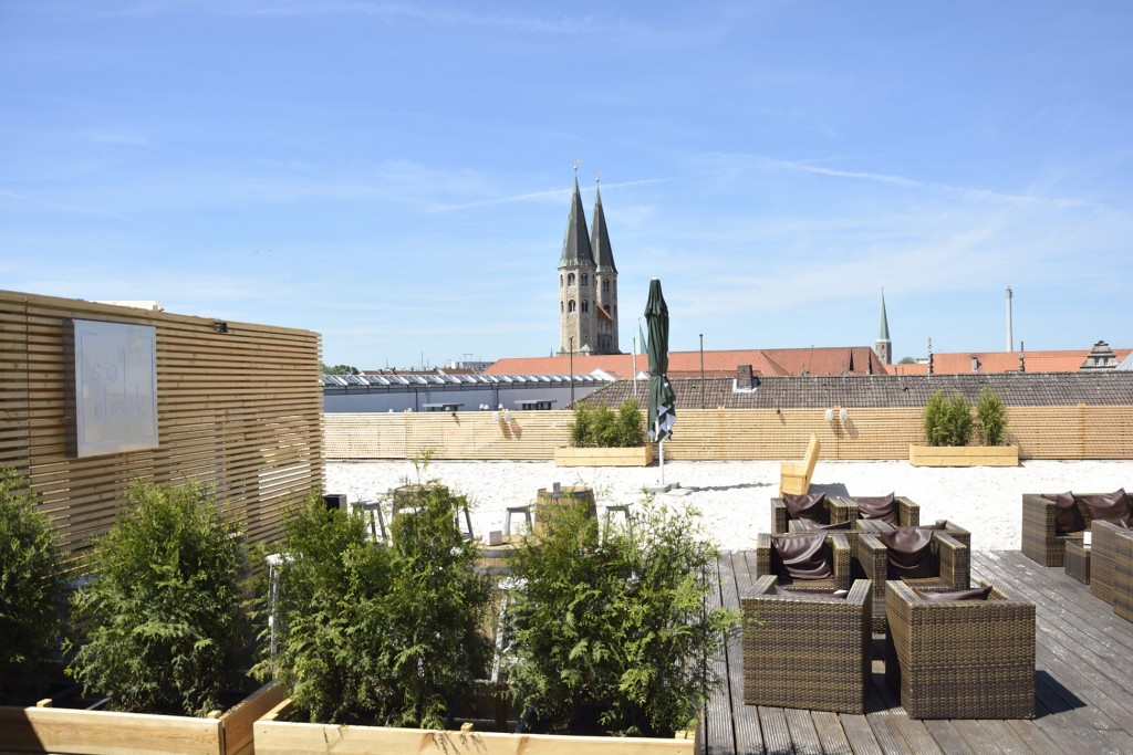 Toller Ausblick über die Dächer der Stadt vom soldekk