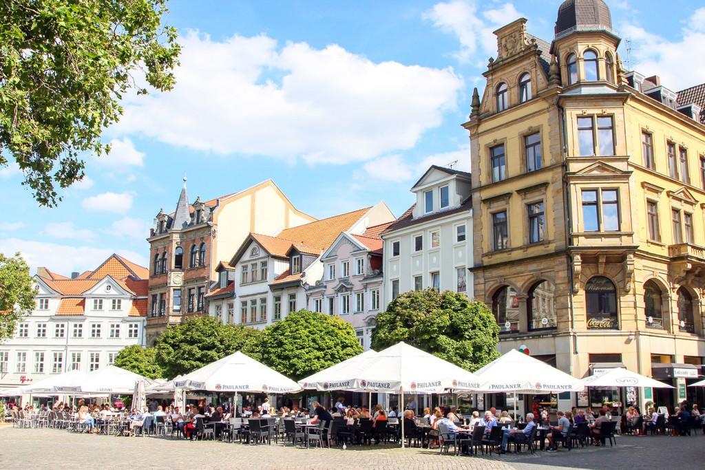 Das Wohnzimmer der Braunschweigerinnen und Braunschweiger im Sommer: der Kohlmarkt. Foto: Stephen Dietl