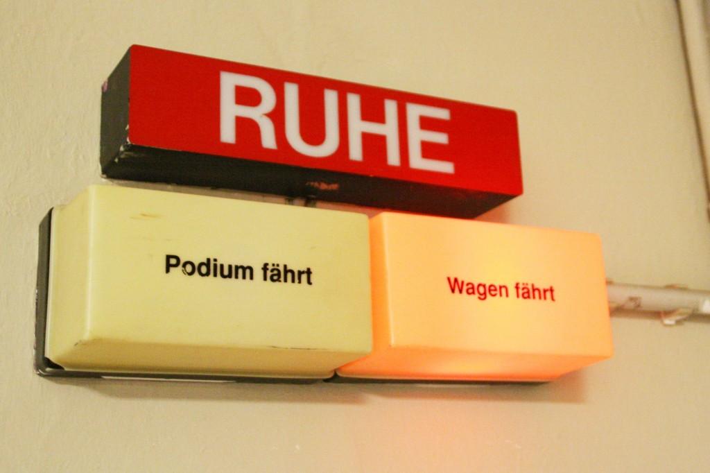 Vorsicht, hinter den Kulissen des Staatstheaters herrscht geschäftiges Treiben. Foto: Bärbel Mäkeler